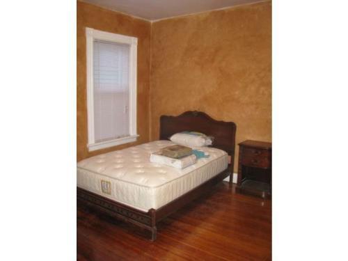 204 California Avenue ROOMS Photo 1