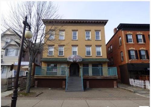 455 Franklin Avenue Photo 1
