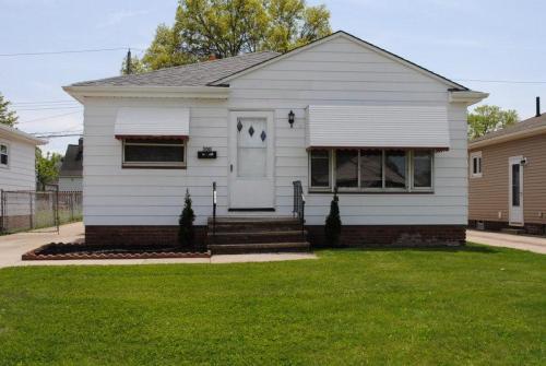 3011 Center Drive Photo 1