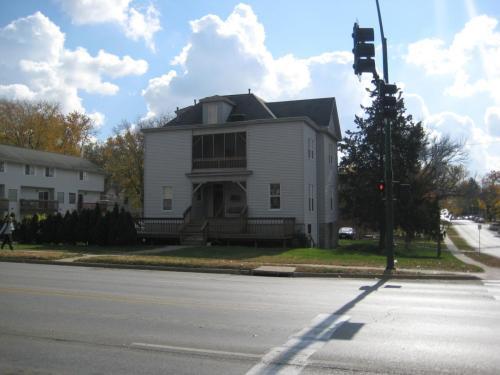 711 E Burlington Street Photo 1