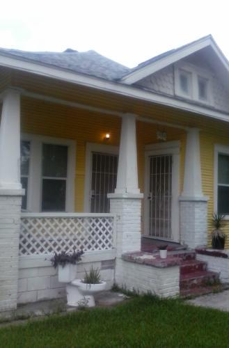 202 Edgewood Street Photo 1