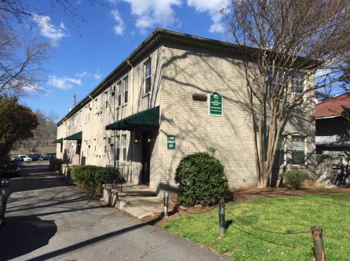 1040 Greenwood Avenue NE Photo 1