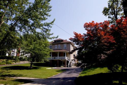 613 W Pleasant Street #2 Photo 1