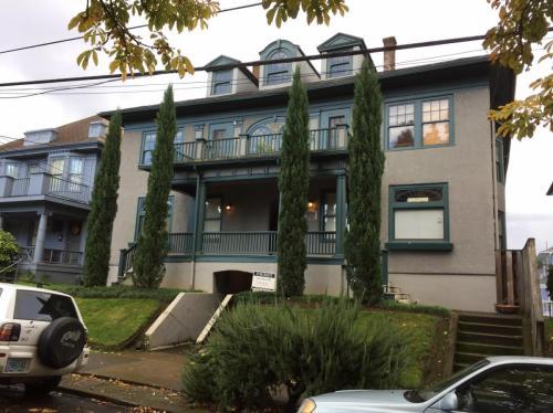 1314 SE Salmon Street #204 Photo 1