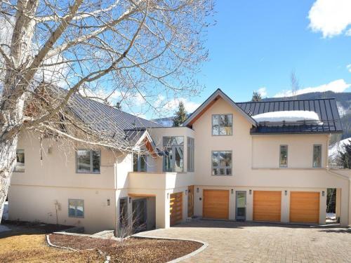 2468 Garmisch Drive Photo 1