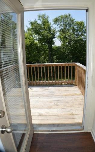 305 White Oak Trace Photo 1