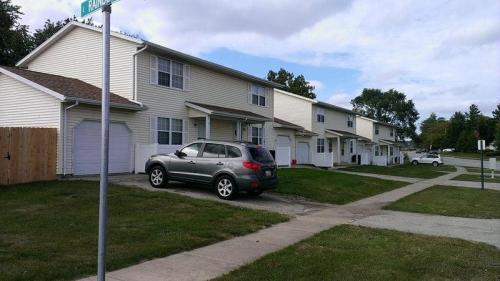 1003 S Smith Road Photo 1