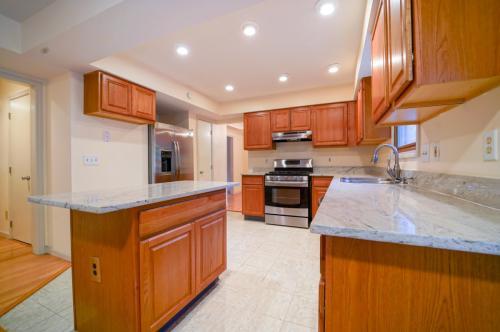 386 Potomac Avenue Photo 1