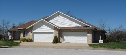 121 Oakwood Drive Photo 1