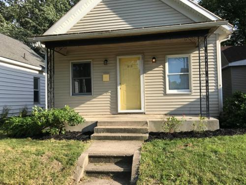 513 W Lawrence Street Photo 1