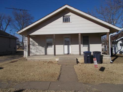 504 Adams Avenue Photo 1