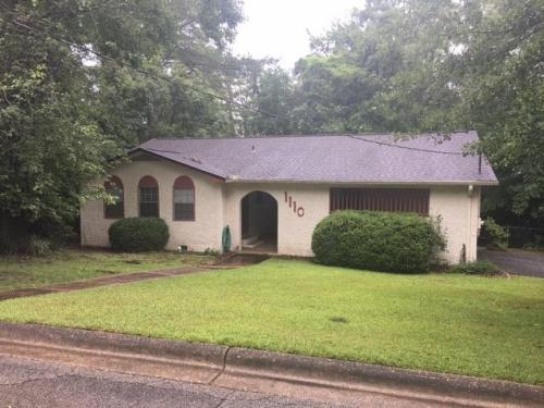 1110 Missionwood Lane Photo 1