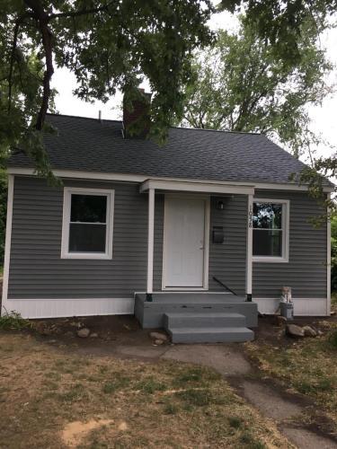 1058 Henrietta Avenue Photo 1