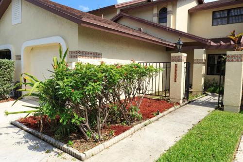 13727 SW 100th Terrace Photo 1