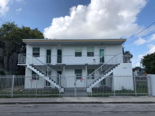 186 NW 13th Street #3 Photo 1