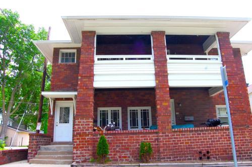 705 N Prairie Street Photo 1