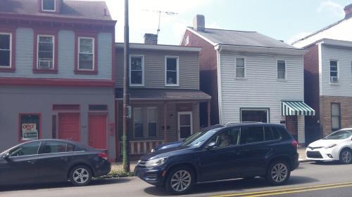 4542 Penn Ave Photo 1
