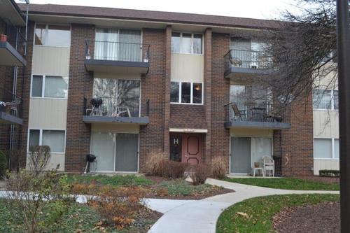 5s070 Pebblewood Lane Photo 1