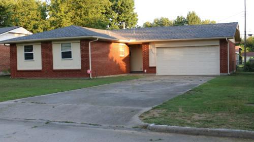 2805 Circle Drive Photo 1