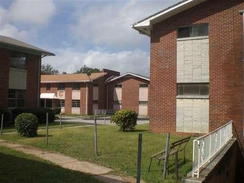 936 Mayson Turner Road NW Photo 1
