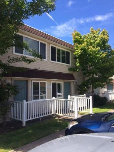 840 SW Grove Street #3 Photo 1