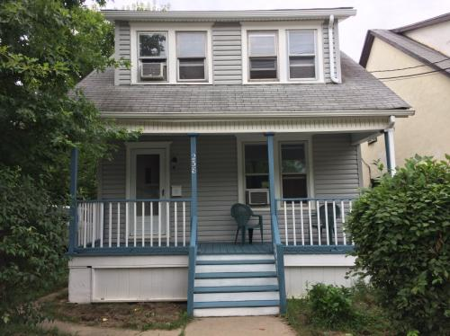 238 John St #HOUSE Photo 1