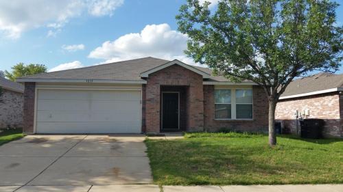 5233 Emmeryville Lane Photo 1