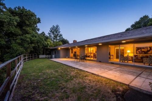 10 Hacienda Drive Photo 1