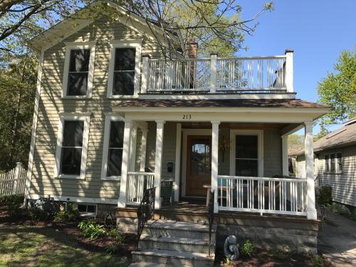 213 Howard Ave #HOUSE Photo 1