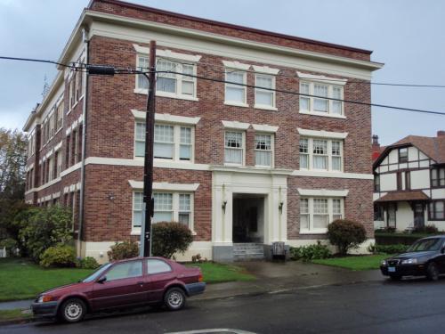 1432 Franklin Ave #1B Photo 1