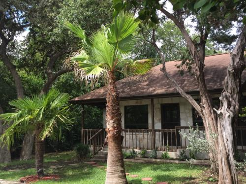 109 Windmill Rd #GUEST HOUSE Photo 1