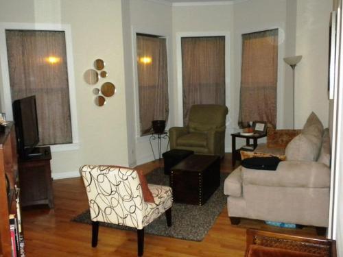 1624 W Fullerton Avenue Photo 1