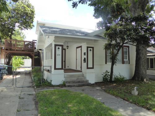 634 W Mistletoe Avenue #1 Photo 1