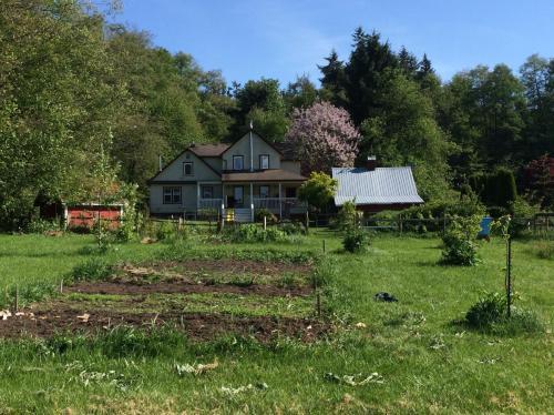 NE Farmhouse Lane Photo 1