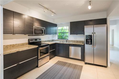 251 SW 87th Terrace Photo 1