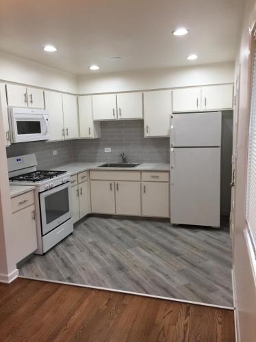 302 N Ardmore Avenue Photo 1