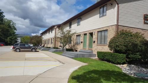 914 Douglas Street Photo 1