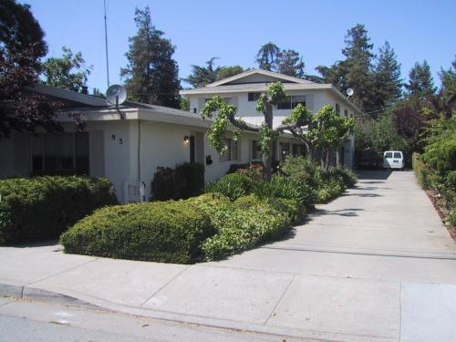 93 Sunnyside Ave Photo 1