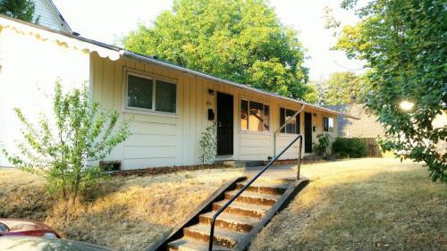 4744 N Borthwick Ave Photo 1