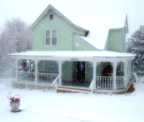 405 W Shawnee St Photo 1