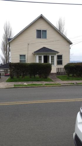 352 Alameda Ave #LOWER Photo 1