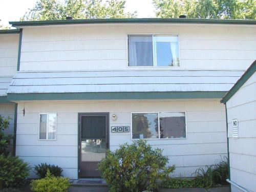 405 NE 105th St Photo 1