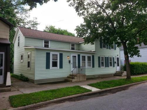 70 Oak Street #LEFT Photo 1