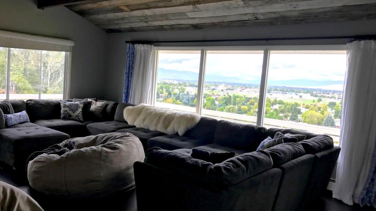 Living Room   501 W Artemos Drive