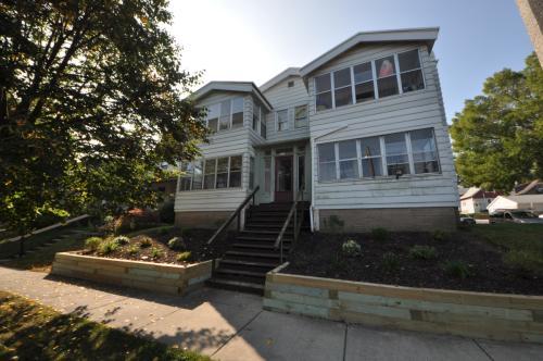 2305 E Bennett Ave #4 Photo 1