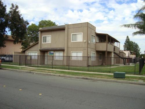1095 N Lilac Avenue #C Photo 1