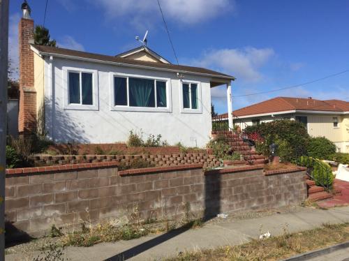 451 Chestnut Ave Photo 1