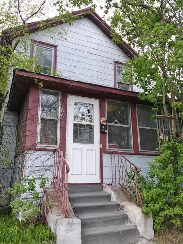 661 Bedford Street Photo 1