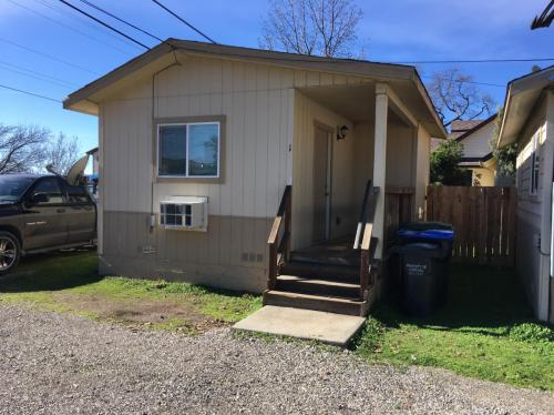 3486 Lakeshore Boulevard #1 Photo 1