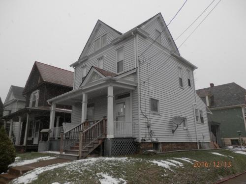 321 N Bluff Street #HOUSE Photo 1